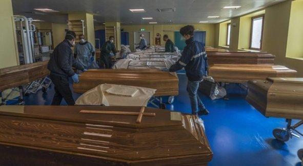 Onore ai medici caduti nella lotta al Coronavirus
