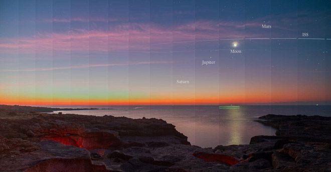 La foto mozzafiato dei pianeti allineati scattata dal golfo di Siracusa