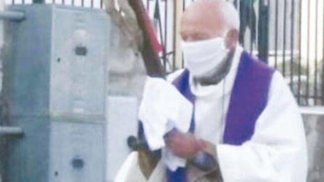 Coronavirus: porta in processione il crocifisso, multato.